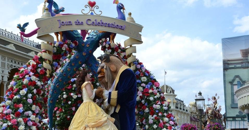 a-bela-e-a-fera-mostram-romantismo-com-sotaque-frances-na-abertura-da-disney-festival-of-fantasy-parade-1398208826791_956x500